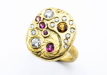 Yellow gold & sapphire ring