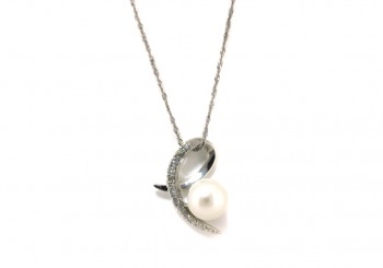 18K White gold pearl and diamond pendant  front view