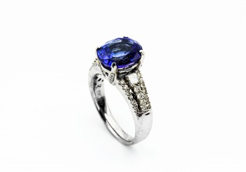 18K Tanzanite and Diamond Ring