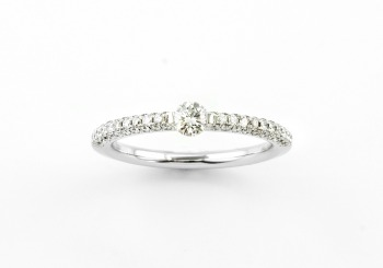 18K Diamond Band