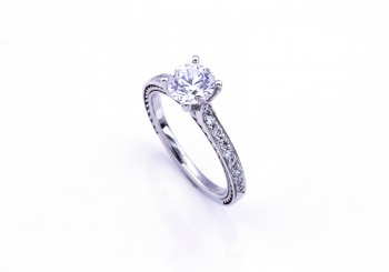 18K Semi-Mount Engagement Ring