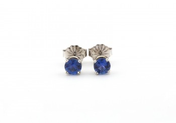 14k White Gold Yogo Sapphire Stud Earrings