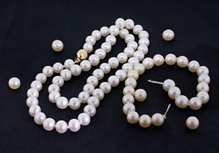 Broken Pearl Necklace